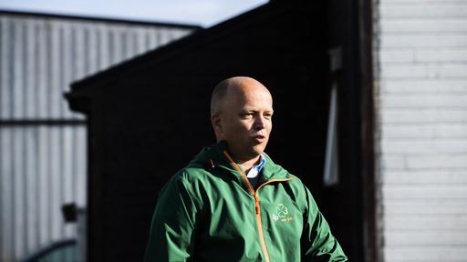 Senterpartileder Trygve Slagsvold Vedum sier på sin valgkamptur i Nord-Norge at han vil bruke færre milliarder på nytt regjeringskvartal – og mer penger i nord.