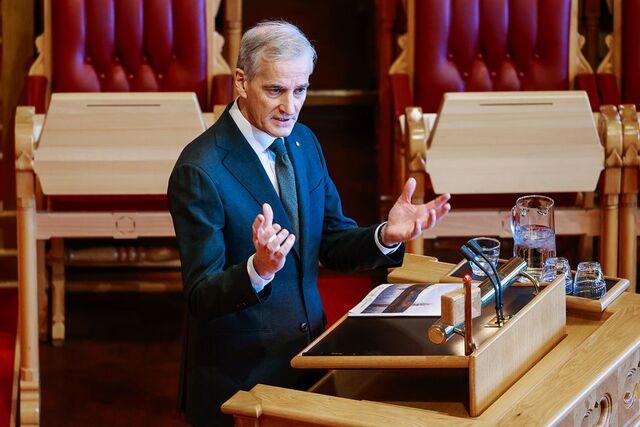 Jonas Gahr Støre må bli vant til ny rolle når han møter i Stortinget.