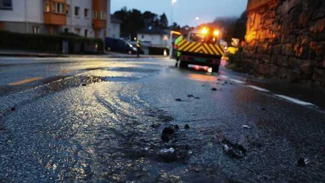 Det er ikke meldt om skader på eiendom etter vannledningsbrudd i Helleveien.