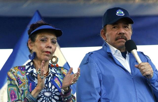 Nicaraguas president Daniel Ortega og kona Rosario Murillo på et valgkamparrangement. Foto: Alfredo Zuniga / AP / NTB