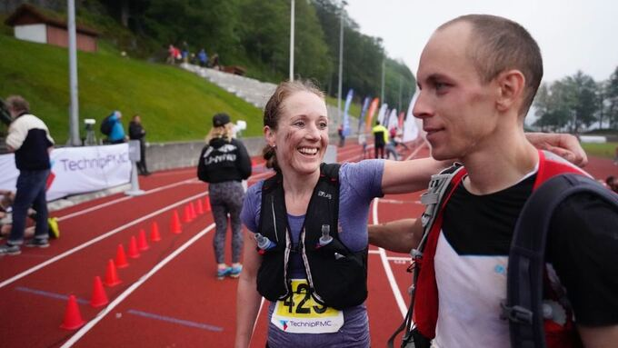 VINNERE: Ekteparet Sara-Rebekka Færø Linde og Lorentz Erland Linde ble vinnerne av Bergen Fjellmaraton 2019.