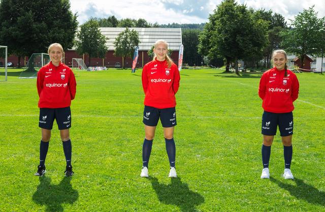 PÅ TALENTLEIR: Fra venstre Leonora L. Rosenlund, Frida Kræmer og Oda Hoff-Johansen.