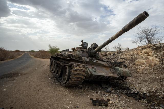 En ødelagt stridsvogn i Humera i det vestlige Tigray. Foto: Ben Curtis / AP / NTB