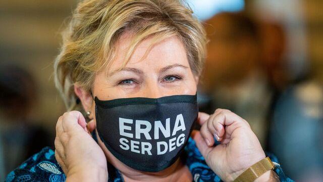 Statsminister Erna Solberg. Her med eget munnbind.