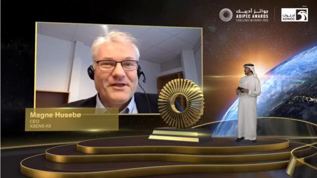 Magne Husebø i Xsens mottar bransjepris fra Abu Dhabi International Petroleum Exhibtiton & Conference
