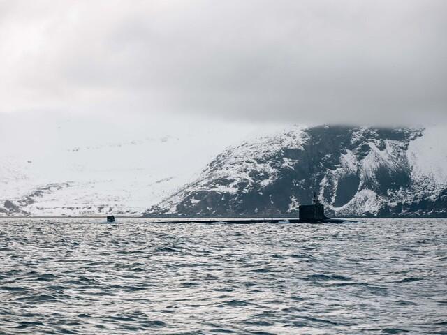 Den amerikanske ubåten USS New Mexico ligger ved lospunktet utenfor Grøtsund industrihavn