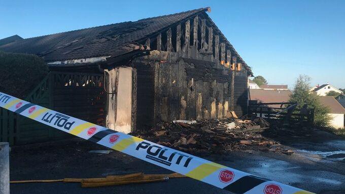Politiet har siktet en person som følge av brannen natt til fredag.