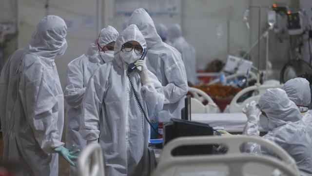 Helsepersonell i Mumbai i India strever med mange syke av covid-19. Nye tall viser at den indiske mutasjonen av koronaviruset nå er spredt til minst 44 land verden over.