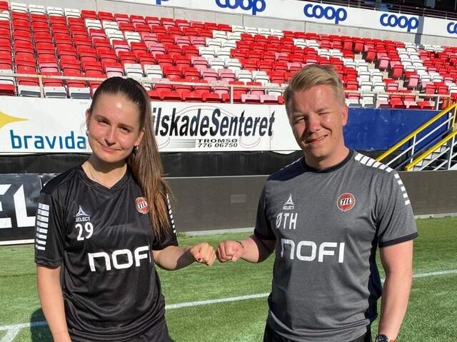 Naina Inauen sammen med TIL 2020s hovedtrener Øyvind Tjelde Haga