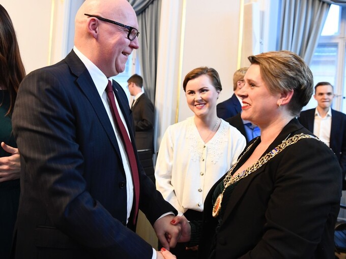 TO PÅ TOPP: Rune Bakervik ble varaordfører, og Marte Mjøs Persen ble valgt til ordfører for fire nye år.