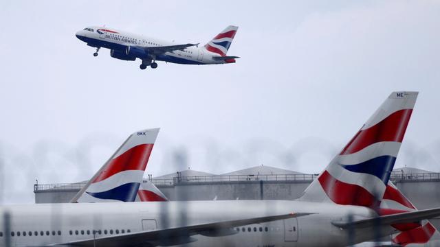 Et British Aiways fly lettet fra flyplassen Heathrow utenfor London 17. mai.