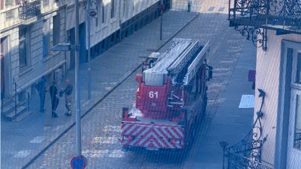 Brannvesenet er på plass i Håkonsgaten.