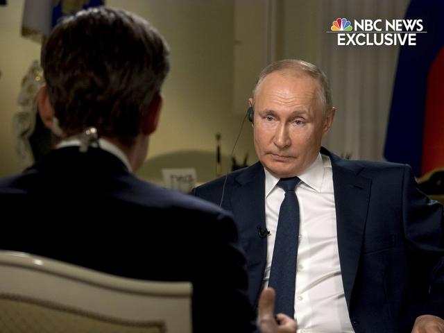 President Vladimir Putin blir intervjuet av NBC-journalisten Keir Simmons. Foto: NBC News via AP / NTB