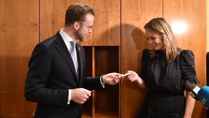 TILBAKE I REGJERING: Nikolai Astrup (H) ønska Linda Hofstad Helleland (H) velkomen tilbake som statsråd.