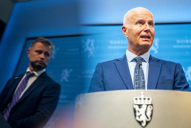 Helsedirektør Bjørn Guldvog sier at vi snart kan ta neste steg i gjenåpningen, men at det er opp til helseminister Bent Høie (H) og resten av regjeringen å overveie risikoen ved dette. Foto: Torstein Bøe / NTB