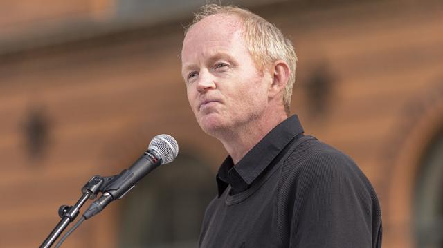 Stortingsrepresentant Lars Haltbrekken (SV) vil vite om regjeringen vil endre praksis når det gjelder sjødeponier.