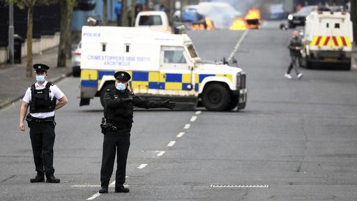 Det er en spent situasjon i Nord-Irland for tiden, her fra en demonstrasjon vest i Belfast. Foto: Peter Morrison / AP / NTB