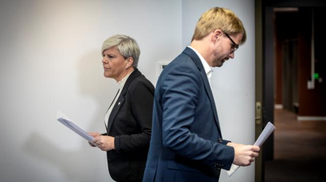 Lørdag ble det registrert 30 nye smittetilfeller i Bergen. Her er helsebyråd Beate Husa (KrF) og byrådsleder Roger Valhammer (Ap) under fredagens pressekonferanse.