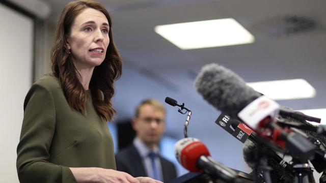 Statsminister Jacinda Arden opplyste på en presskonferanse at New Zealand nå vil lette på koronarestriksjonene.