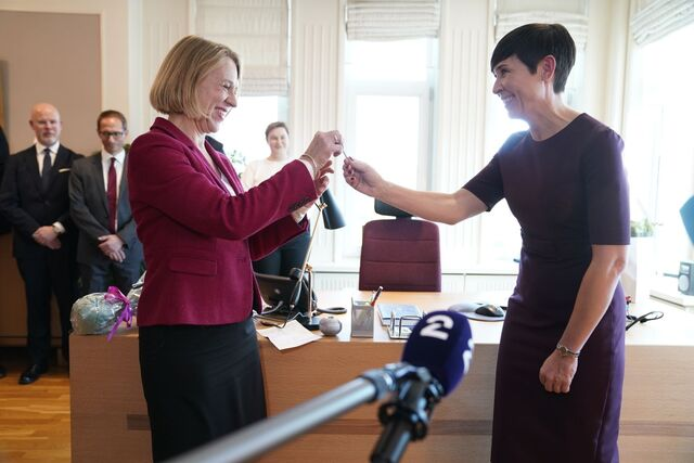 Ine Eriksen Søreide ga fra seg nøkkelen til UD til etterfølgeren Anniken Huitfeldt torsdag i forrige uke.