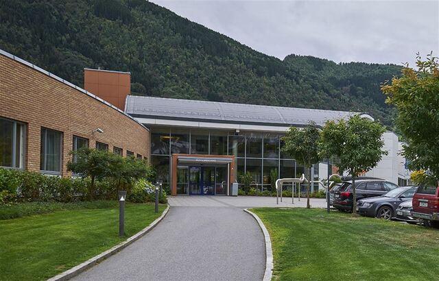 Vestland fylkeskommune oppretter fem nye klasser før skolestart 2021. Her Sogndal vgs, som får en ny studiespesialiserende linje.