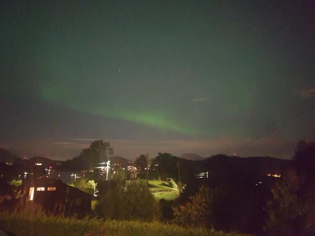 Nordlys over Grimstad og Søreide fredag kveld.