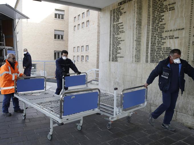 Personale triller inn nye senger til sykehuset i Codogno.