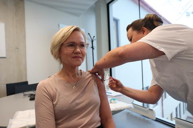 Helse- og omsorgsminister Ingvild Kjerkol holder sin første koronapressekonferanse torsdag.