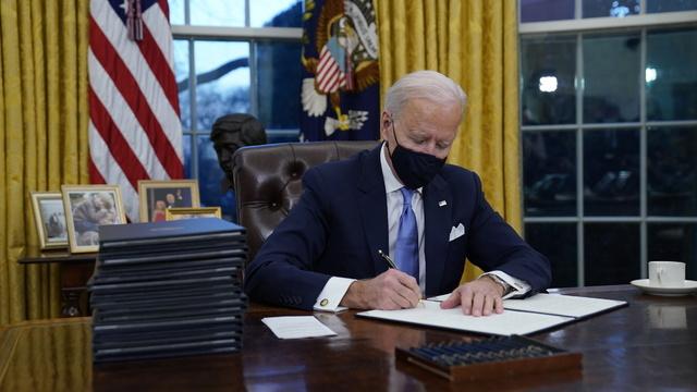Joe Biden i det ovale kontor onsdag.