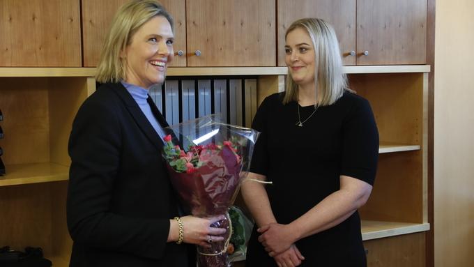 GA FRÅ SEG NØKLANE: Sylvi Listhaug (Frp) sin post som olje- og energiminsiter går over til Tina Bru (H) frå Rogaland i dag.
