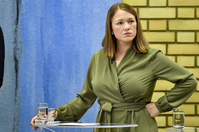MDG-leder Une Aina Bastholm i partilederdebatten i Stortingets vandrehall natt til tirsdag. Et døgn senere viser en oversikt at partiet ligger svært tett opptil sperregrensen for 4 prosent. Foto: Naina Helén Jåma / NTB
