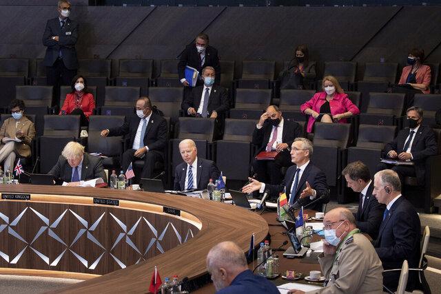 Stats- og regjeringssjefene i Nato var mandag samlet til toppmøte i Brussel. Møtet ble ledet av generalsekretær Jens Stoltenberg. Foto: AP / NTB