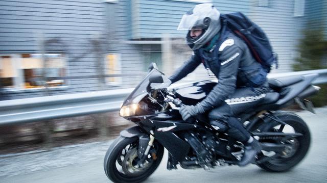 Det er et samfunnsproblem med mange motorsykler på norske veier med et ulovlig høyt støynivå, ifølge en inspektør i Statens vegvesen.