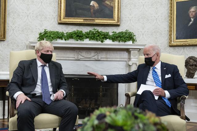Storbritannias statsminister Boris Johnson (til venstre) besøkte USAs president Joe Biden i Det hvite hus tirsdag. Sistnevnte tonet ned muligheten for en handelsavtale med britene. Foto: Alex Brandon / AP / NTB