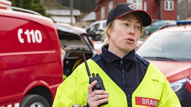 Innsatsleder Mona Stusvik Ellingsæther opplyser til NTB at brannen ble slukket i 19-tiden tirsdag kveld. Hun omtaler det som en stor gress- og krattbrann. Foto: Tor Erik Schrøder / NTB