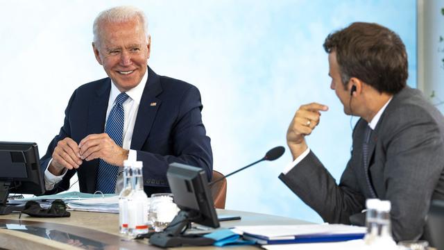 Joe Biden og Emmanuel Macron på G7-toppmøtet.