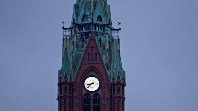 Natt til søndag stilles klokken en time tilbake. Her uret i Johanneskirken.