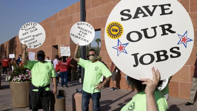 Arbeidere fra ulike fagforeninger demonstrerer i håp om å beholde jobbene sine Clark County i Nevada, USA.