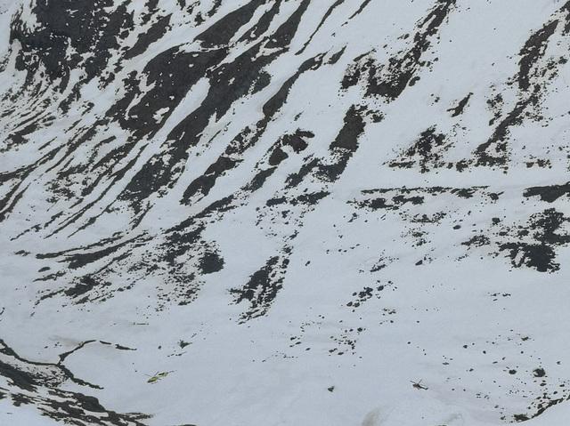 To helikoptere over området mens søket pågikk.