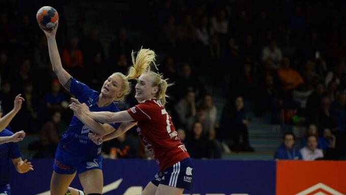 ÅPNET BEST: Birgitte Karlsen Hagens Tertnes ledet med tre mål, men måtte gå til pause med ett mål mindre enn Byåsen