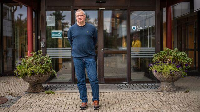 Jens Eikås, smittevernoverlegen i Øygarden, vedgår at den nasjonale veilederen brytes når barn blandes på SFO i ferien.