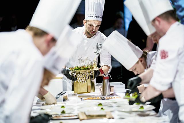 Årets kokk Filip August Bendi fra Sandnes under kokkekonkurransen i Vulkan arena i Oslo. Foto: Stian Lysberg Solum / NTB