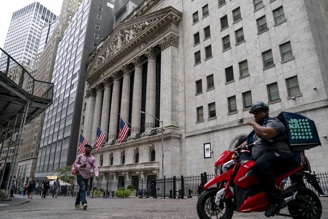 Selv om det var blandet resultat på børsene i New York fredag, endte uka med oppgang for samtlige tre toneangivende indekser i USA. Foto: John Minchillo / AP / NTB