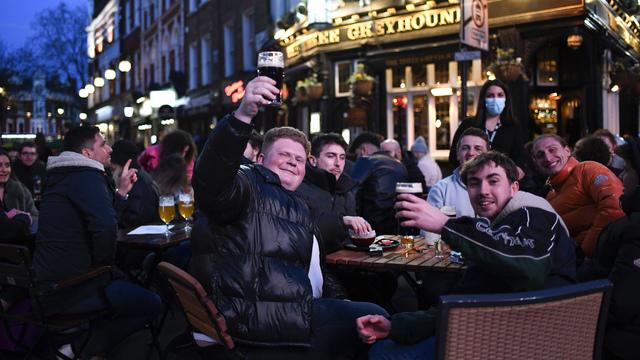 De siste ukene har britene igjen kunnet gå på pub.
