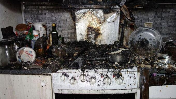 Ingen personer ble skadet i denne kjøkkenbrannen i Lønborglien i februar 2016. Men matlagingen i blokkleiligheten førte til storutrykning, evakuering og en leilighet med både røyk- og sotskader.