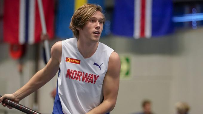NY REKORD: Pål Haugen Lillefosse satte lørdag kveld ny norsk juniorrekord da han hoppet 5,60 i stav.