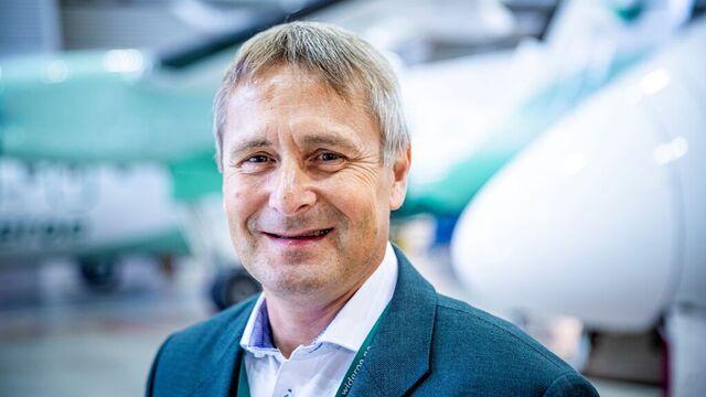 – Vi greier å gjøre vedlikeholdet billigere her i Norge, enn hvis vi kjøper tjenestene ute i Europa, sier Widerøe-direktør Stein Nilsen.