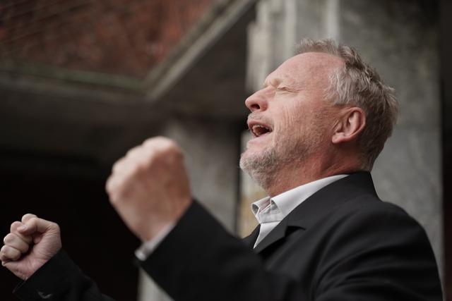 Raymond Johansen møtte pressen utenfor rådhuset fredag.