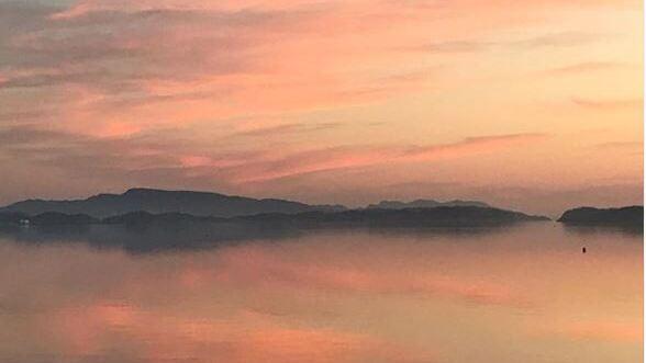 """AUSTEVOLL: """"Magisk soloppgang der naturen disker opp med sitt helt eget Instagramfilter"""" melder @tkaase på #btsommer grytidlig søndag morgen."""