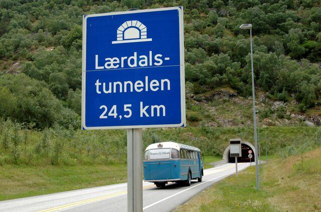 Lærdalstunnelen ble åpnet for trafikk i 2000. Nå skal den rustes opp for 2,1 milliarder kroner.